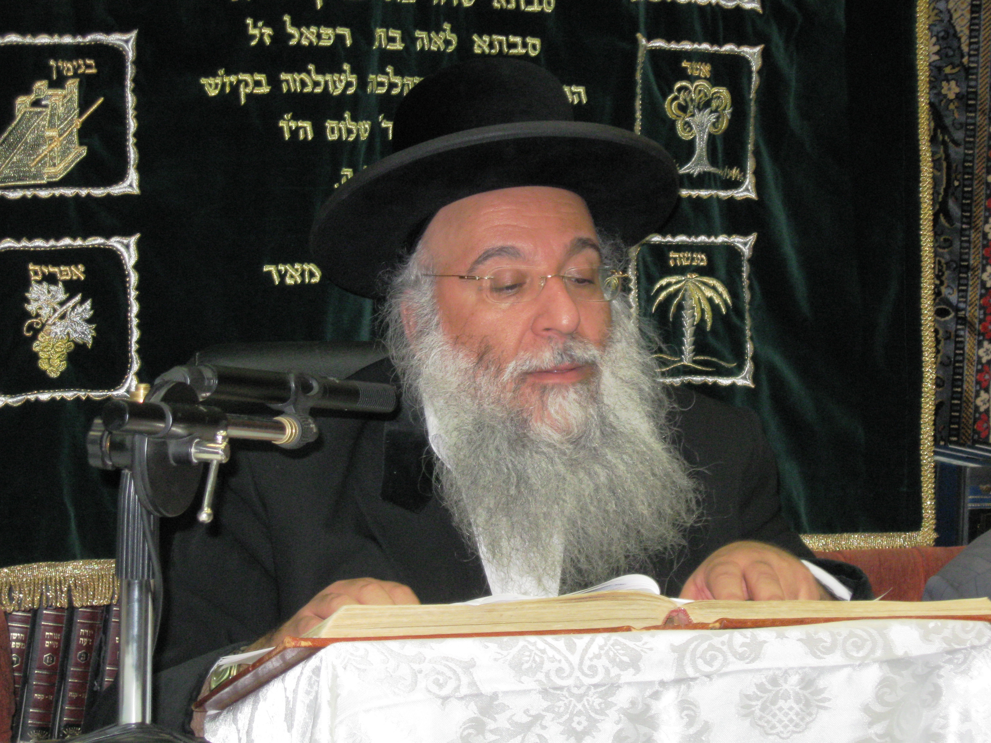 Picture of Rabbi Benayahu Shmueli.