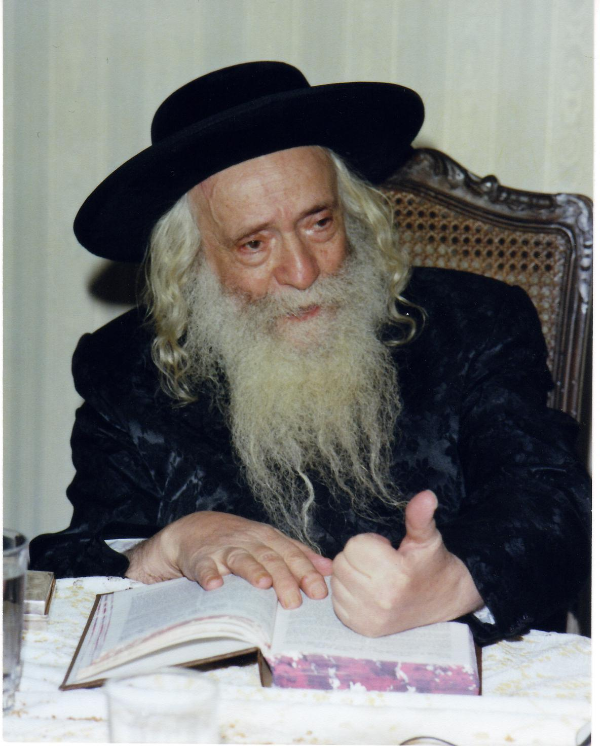 Picture of Rabbi Yekusiel Yehudah Halberstam.